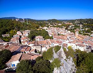 village-chateau_300x236